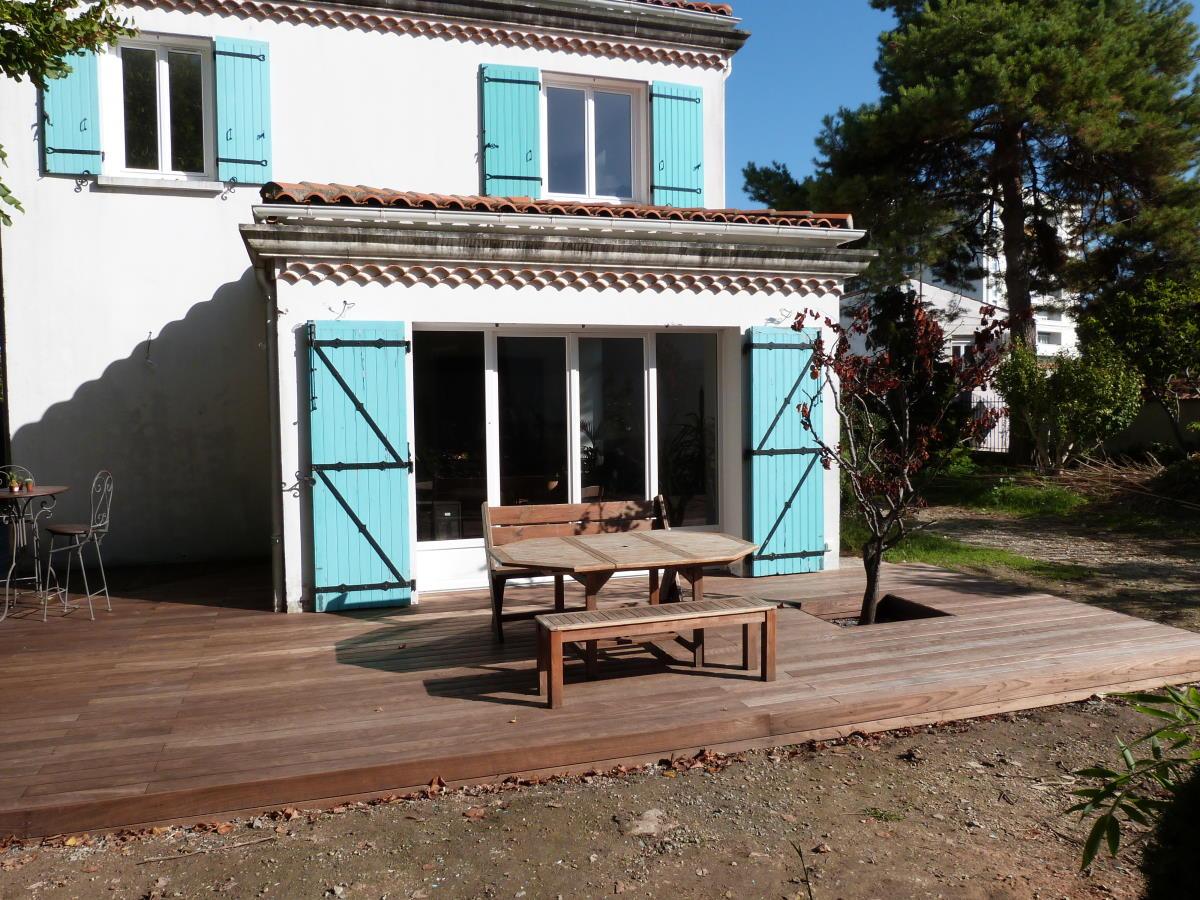 Terrasse bois près de La Rochelle sur structure aluminium