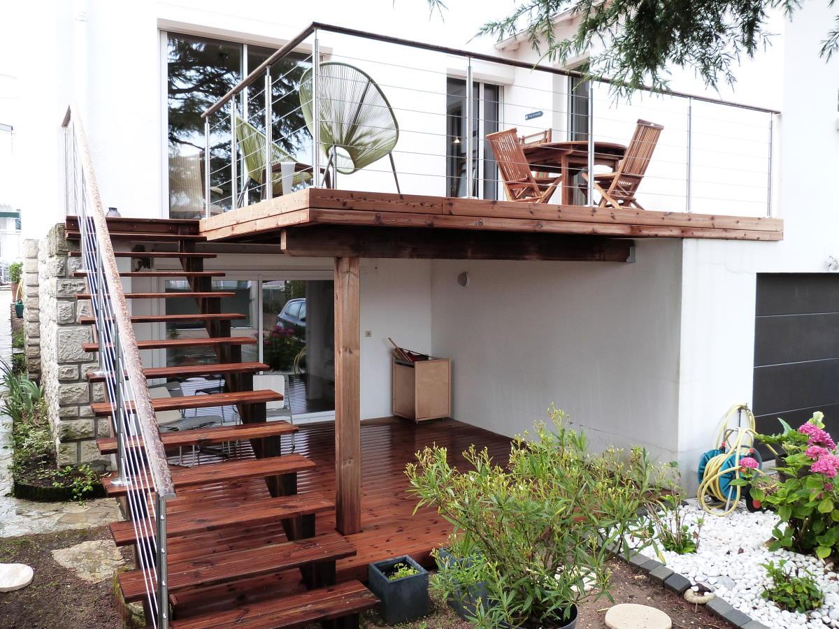 Escalier extérieur bois et garde-corps