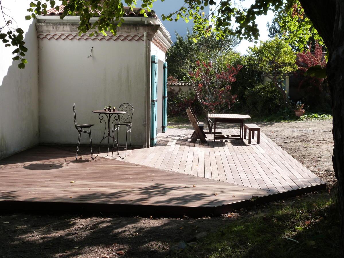 Terrasse en bois sans vis apparente