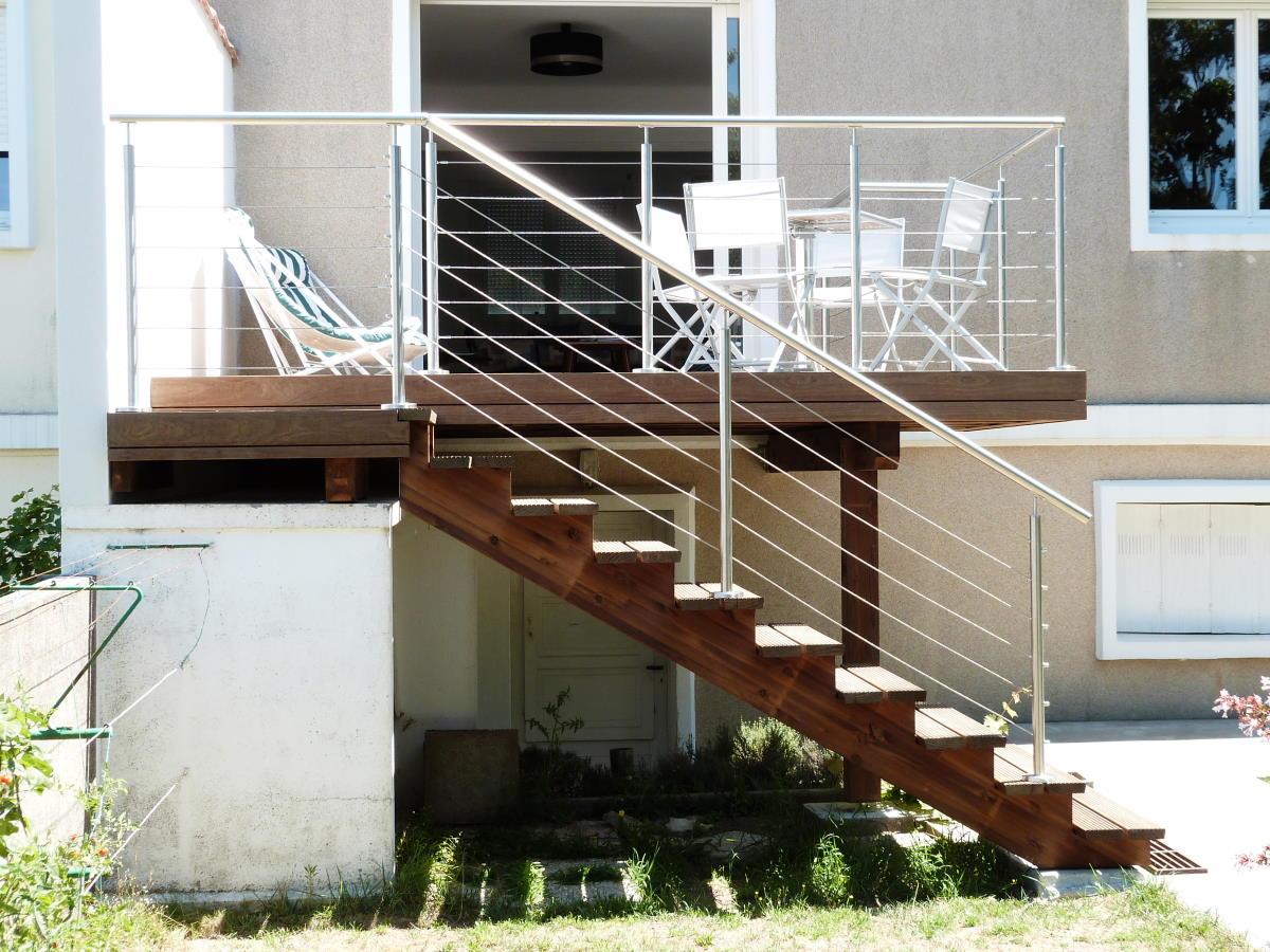 Terrasse sur pilotis près de La Rochelle