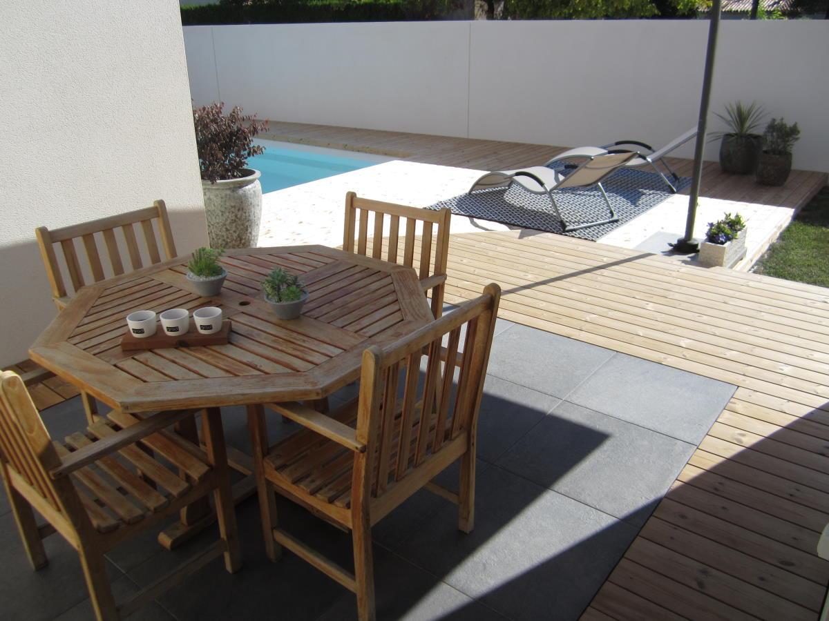 Terrasse mixte bois et grès cérame