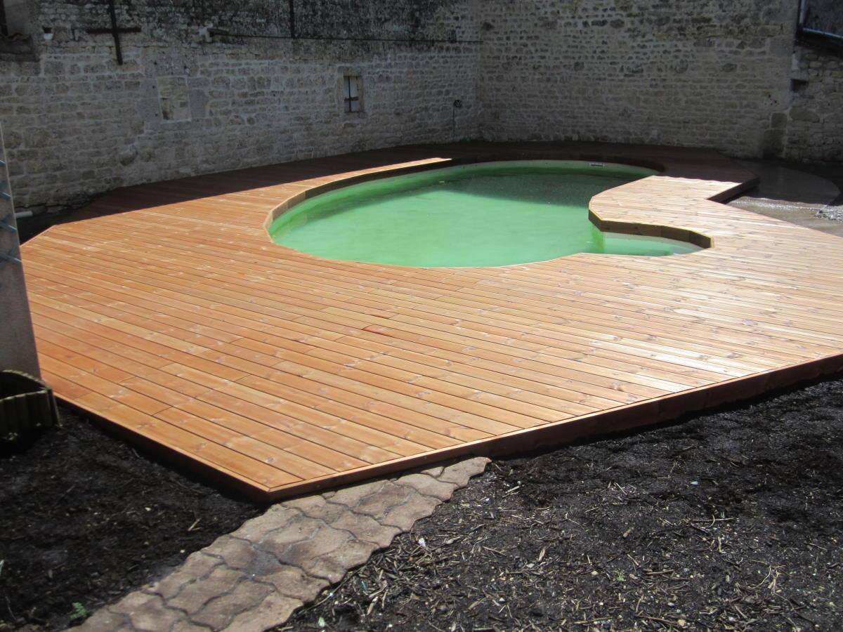 Plage de piscine bois à Surgères