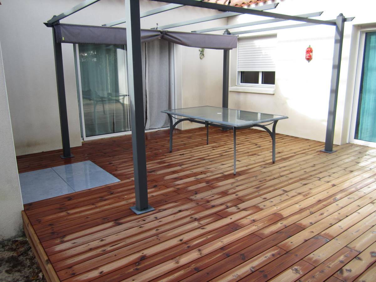 Insertion grès cérame dans terrasse en bois