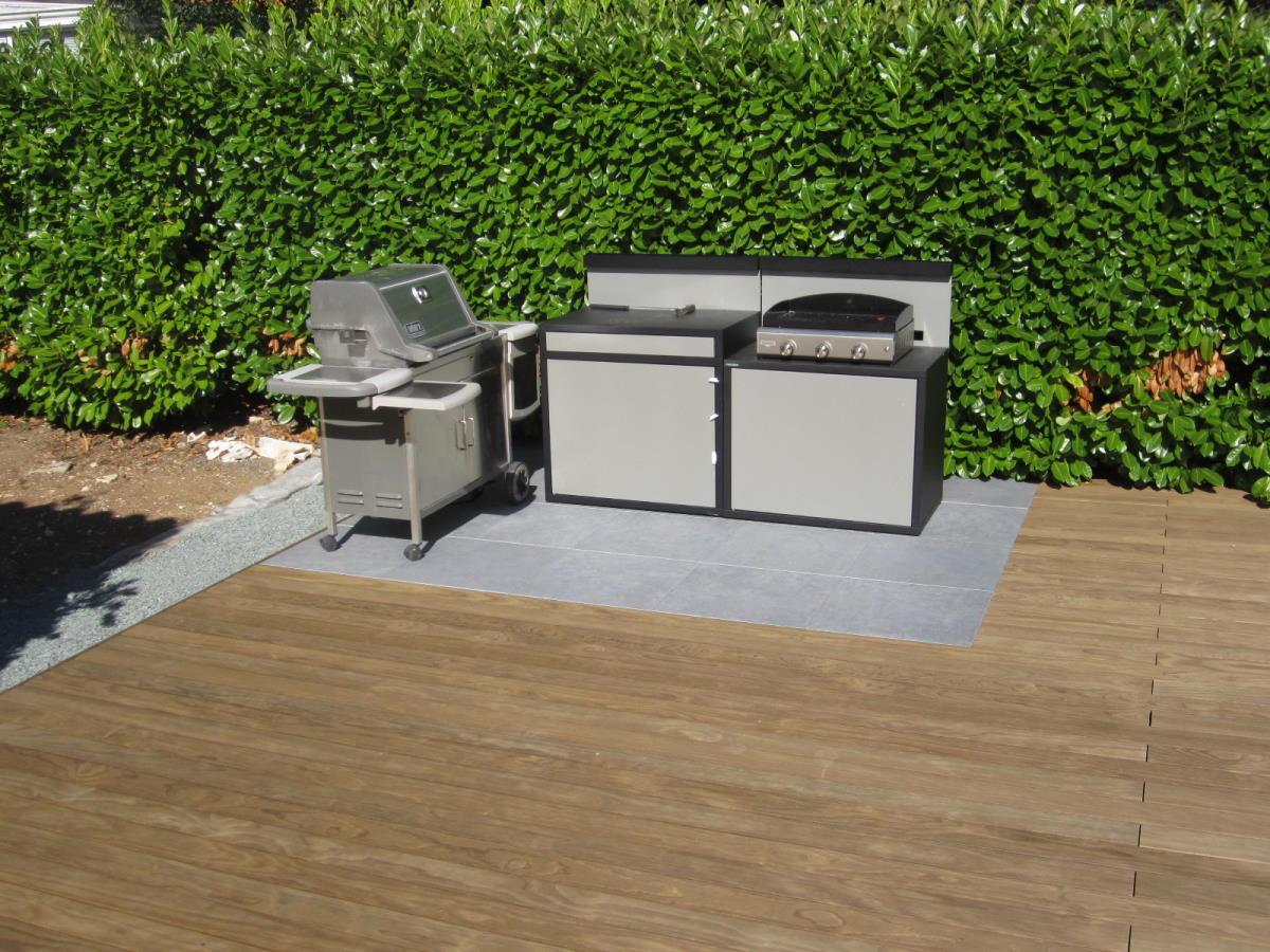 Insertion grès cérame pour l'espace cuisine extérieure
