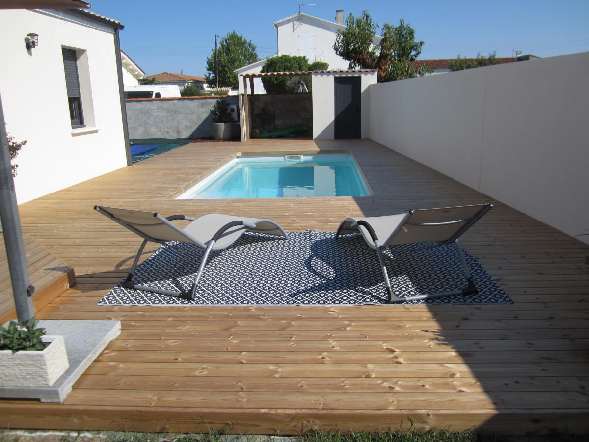 Entourage de piscine en bois