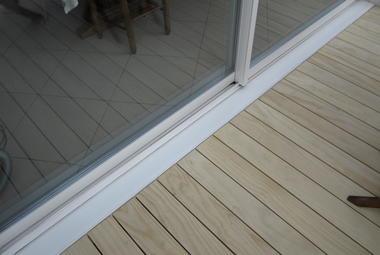 Terrasse bois Accoya® avec habillage d'un escalier béton à Angoulins-sur-Mer (17)