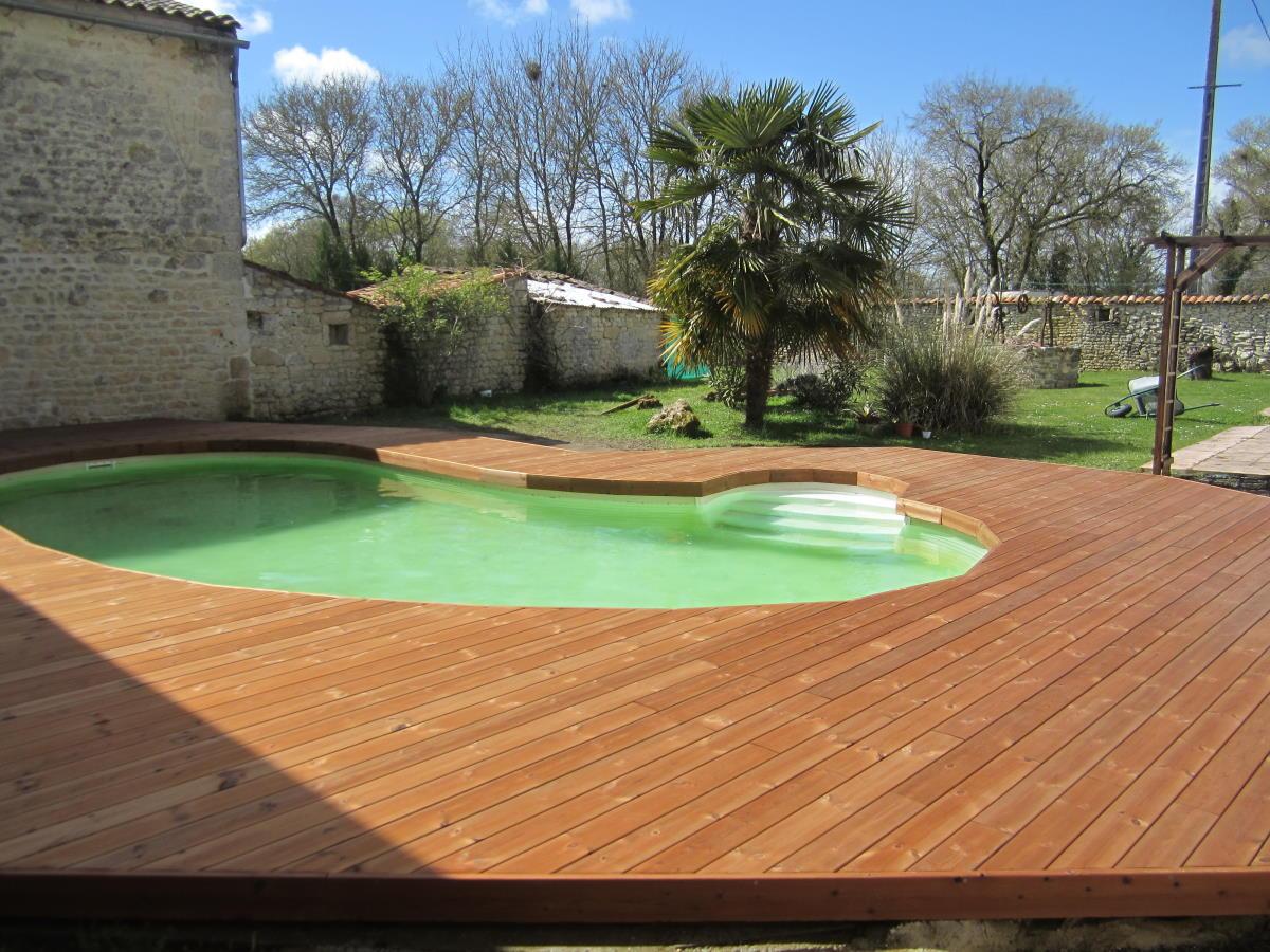 Pose plage de piscine bois à Surgères (17)